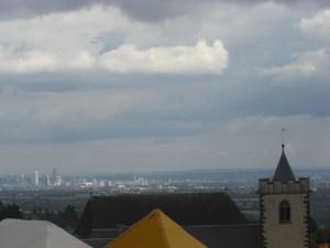 Built on a hill: In lieu of approaching enemies -  Frankfurt's skyscrapers!